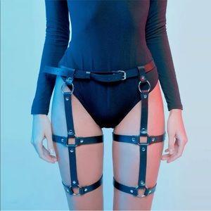 Accessories - Black sexy faux leather strap bondage fetish belt